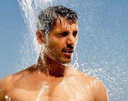 Nam giới chăm sóc tóc vào mùa hè cần chú ý điều gì?