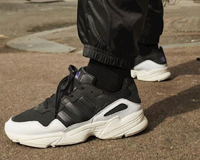 Top 6 đôi sneaker màu trầm tăng nam tính cho quý ông
