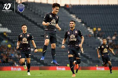 Xuân Trường ghi bàn giúp Buriram United bám sát ngôi đầu Thai League
