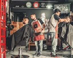 Cách đàn ông sở hữu một mái tóc hoàn hảo khi đi cắt tại tiệm tóc bình dân