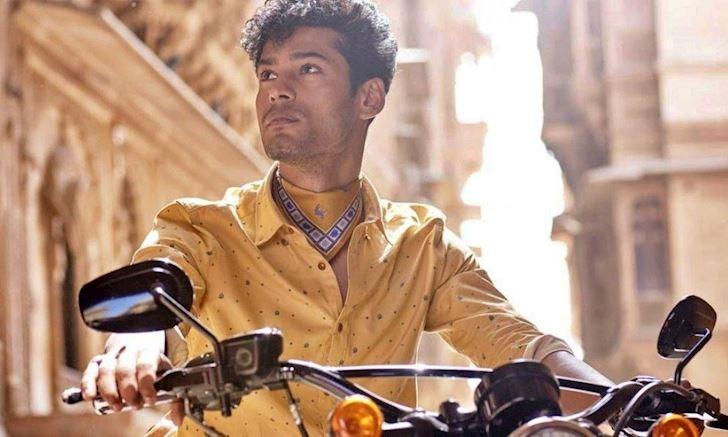 Những chiếc áo sơ mi giúp gã phong cách nổi bật giữa đám đông