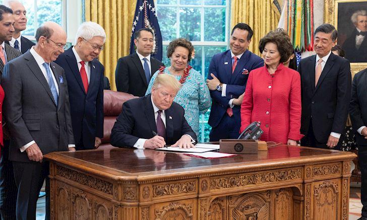 """Uy lực """"Thất thương quyền"""" nhắm vào Huawei của Kim Mao Sư Vương Donald Trump"""