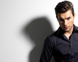 Khảo sát: 69,96% phụ nữ thích ngắm nhìn đàn ông mặc sơ mi đen