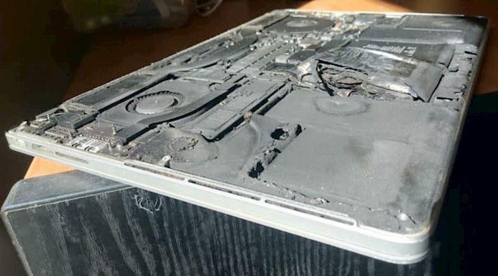 MacBook Pro bi cam mang len may bay vi kha nang pin gay chay no 1