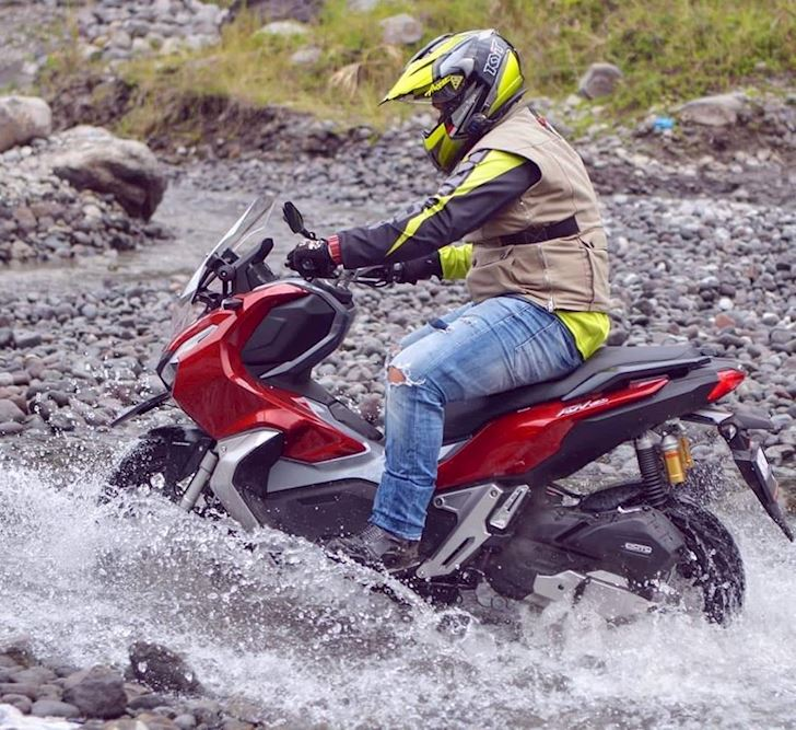 Honda ADV 150 sap xuat hien de doi dau Yamaha NVX 5