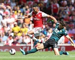 Arsenal trao đặc quyền của Mesut Ozil cho Pierre-Emerick Aubameyang