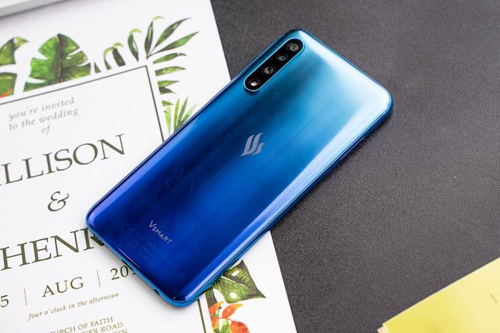 tong-hop-smartphone-tam-trung-gia-re-pin-trau-nhat-vua-trinh-lang-6