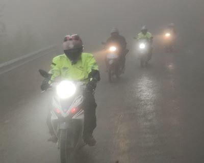 3 nguyên tắc giúp anh em an toàn khi chạy xe máy trong sương mù
