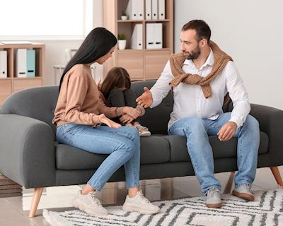 Trong cuộc sống gia đình, có 3 điều các bố nên chủ động chịu thua vợ