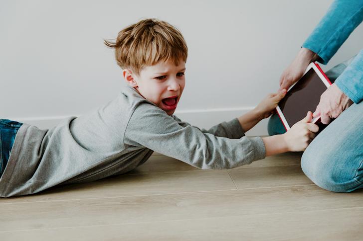 3 việc bố cần làm khi trẻ trở nên 'bốc đồng'