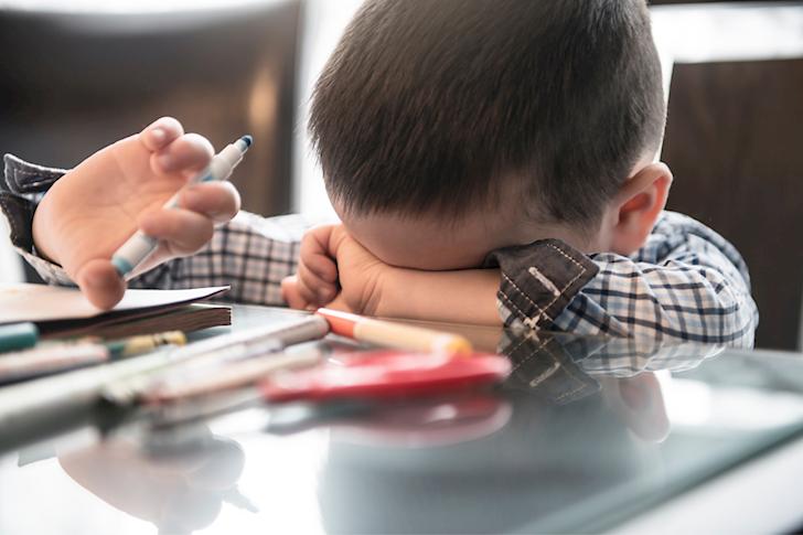 Trước khi trẻ 12 tuổi, bố làm 3 điều dễ khiến con chán nản bi quan, không còn chí hướng
