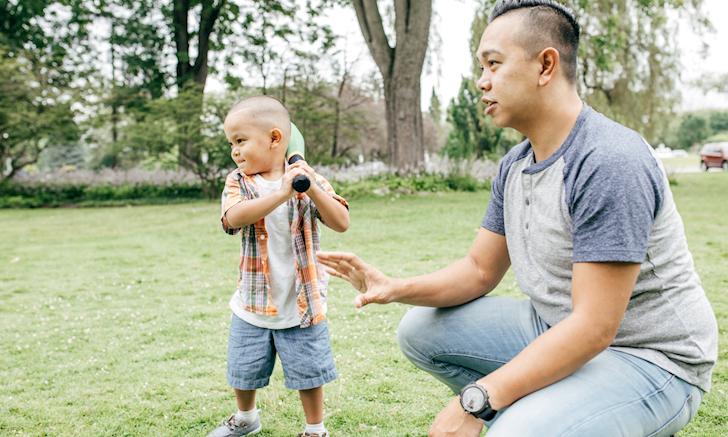 Học cách bố thông thái buông tay để con từ bỏ thói quen ỷ lại