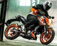 Giảm giá quyết đấu Yamaha R15, KTM Duke 200 có gì?