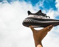 6 đôi sneaker làm nên phong cách streetstyle cho nam giới hiện đại