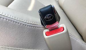 Những vật dụng gắn thêm trên xe như đang đánh cược với tính mạng của mình