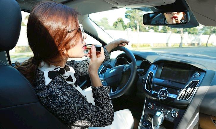 Lại nhầm chân ga, lại nữ cầm lái – Tôi sợ các chị em lái xe quá!