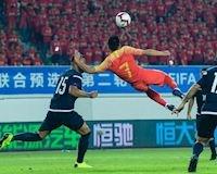 'Maradona Lỗi' lập siêu phẩm, Trung Quốc thăng tiến chóng mặt