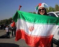Sau 40 năm, phụ nữ Iran lần đầu tiên được tới sân xem bóng đá
