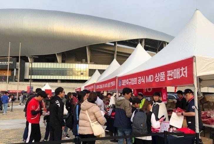Ao-dau-Son-Heung-min-chay-hang-du-mac-kho-tin-anh-1