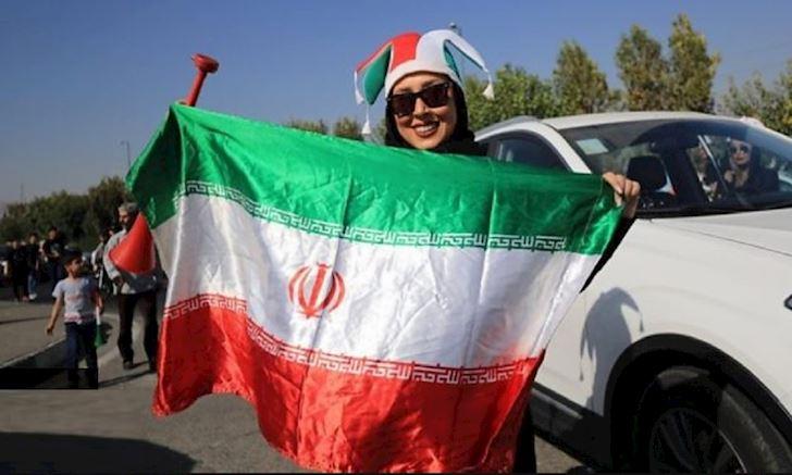 Sau 40 nam, phu nu Iran lan dau tien duoc toi san xem bong da anh 2