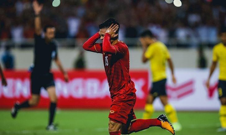 Tuyển Việt Nam suýt đánh rơi chiến thắng trước Malaysia