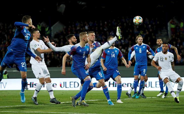 Bong-da-quoc-te-ngay-12-10-Ronaldo-can-moc-khung;-MU-mat-tai-tro-bac-ty-anh-1