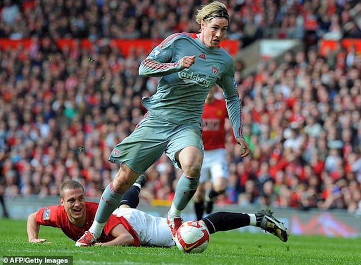 Bong da quoc te ngay 13/10: Man Utd mat Pogba, Vidic 'thu' Torres anh 2