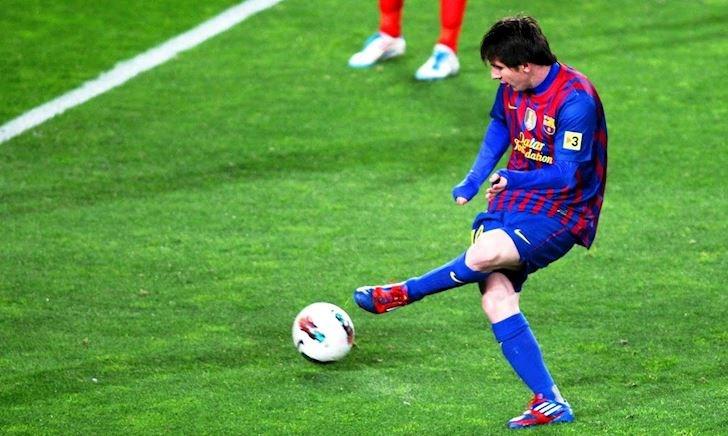 Video Clip: Những kỹ thuật chuyền bóng chỉ có Lionel Messi mới thực hiện được