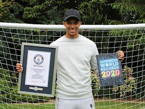 Alexander-Arnold nhận kỷ lục Guinness siêu ấn tượng