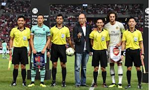 Trọng tài dùng thẻ vàng xin chữ ký Ozil bắt chính vòng cuối V.League 2019