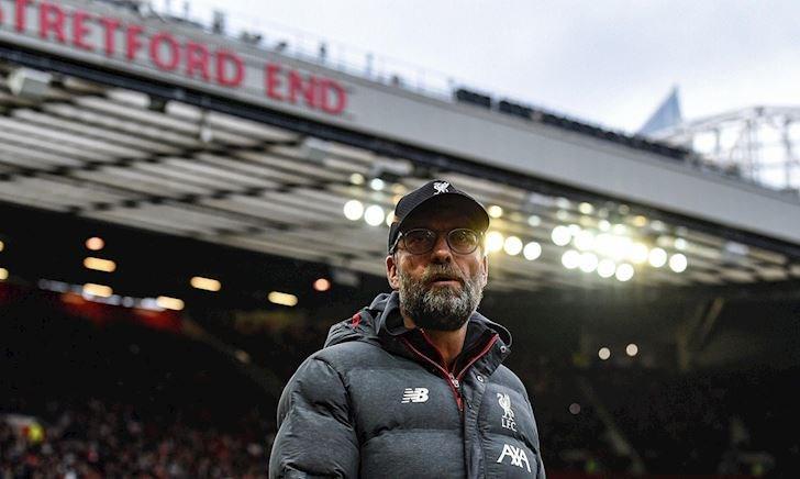 Klopp tố MU chơi bẩn, Mourinho đáp trả cực gắt
