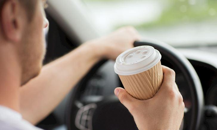 Lái xe phòng thủ - tại sao nên chuẩn bị cà phê trước mỗi chuyến đi?