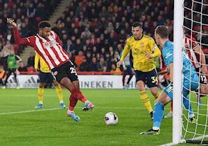 Công cùn thủ yếu, Arsenal thua sốc đội mới lên hạng