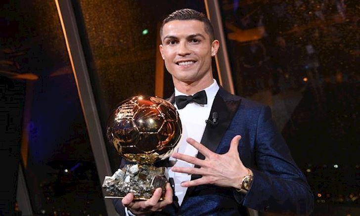 Ronaldo tung the gianh 5 Qua bong Vang khi con da cho Man Utd anh 2