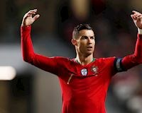 Brazil tung bằng chứng cho thấy Ronaldo phải 'xách dép' Pele