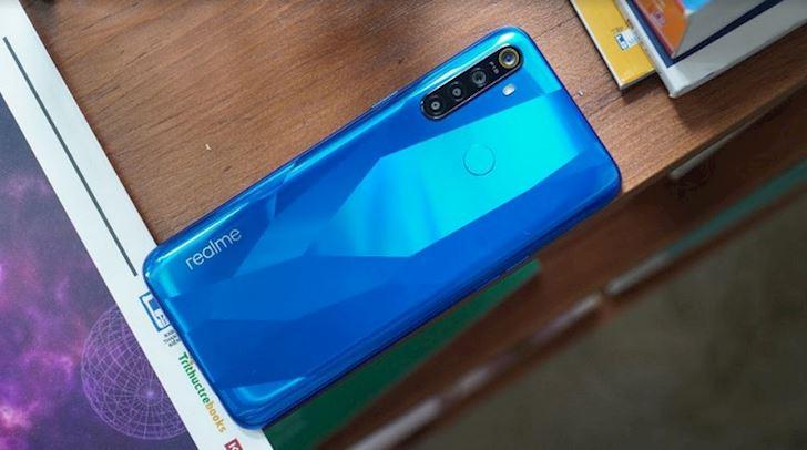 Realme 5 5 Pro ra mat Thiet ke tre trung 4 camera pin trau gia re 1