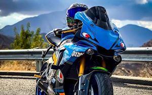 Siêu mô tô Yamaha R1 độ tem cá mập, bỏ mác cá trê