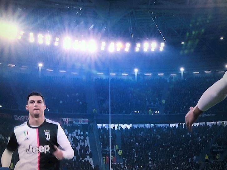 Juventus-thang-Milan-trong-ngay-Sarri-choc-dien-Ronaldo-anh-2