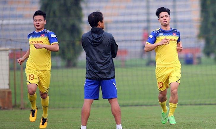 Bóng đá Việt Nam ngày 12/11: Thầy Park thiết quân luật trước trận đấu UAE; Công Phượng, Văn Hậu tập buổi đầu