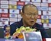 Video clip: HLV Park Hang-seo đo lượng mưa trước trận đấu UAE