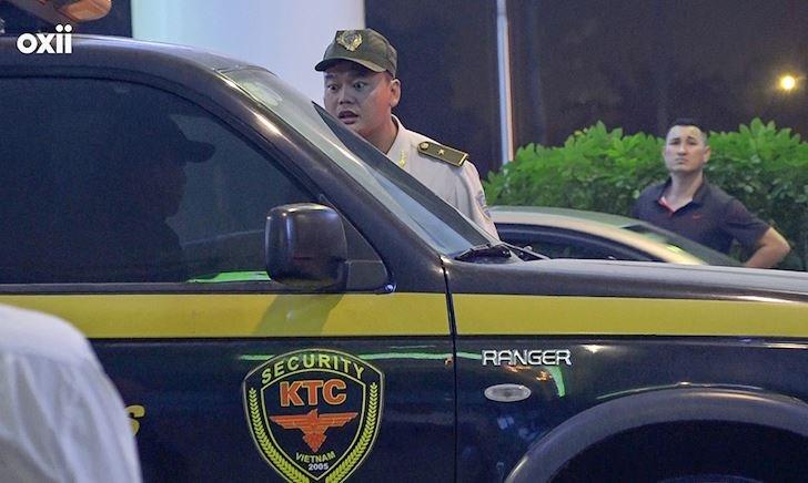 Video clip: Đội bảo vệ của VFF đón tuyển UAE gặp sự cố với an ninh sân bay