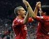 Bóng đá quốc tế ngày 15/11: Henderson suýt tẩn Suarez, Henry bật bãi sang Mỹ