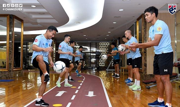 Video clip: Thuê sân nhưng không đến, tuyển Thái Lan tập thư giãn tại khách sạn