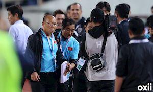 Video clip: Những lần trợ lý Thái Lan gây sự với thầy Park