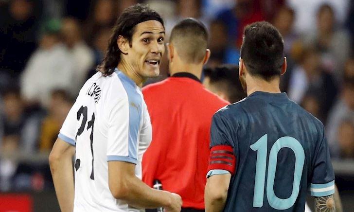 Bóng đá quốc tế ngày 20/11: Moreno bị đâm lén, Cavani đấu dịu Messi