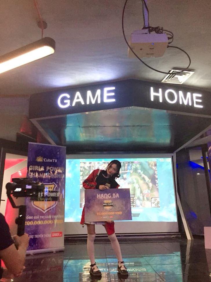 Gap go Ami nu game thu tung doat quan quan Tram Hoa Dua Sac
