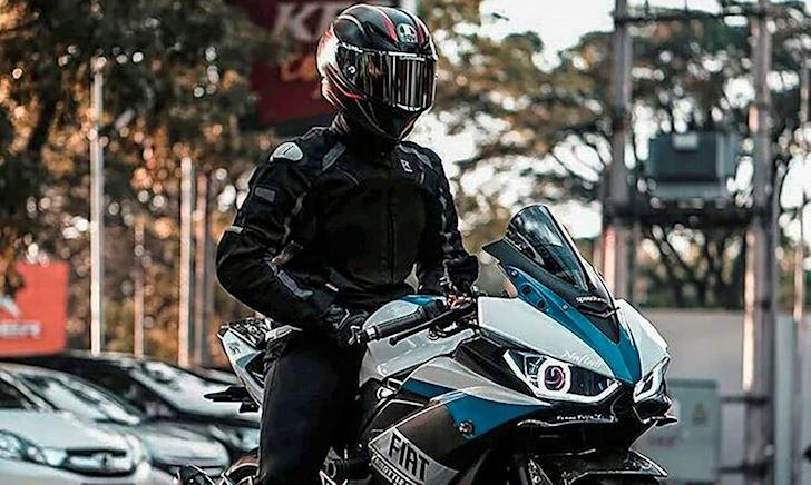 Xe ô tô đang quay đầu: chạy mô tô chen ngang hay đợi? – Better Biker #18