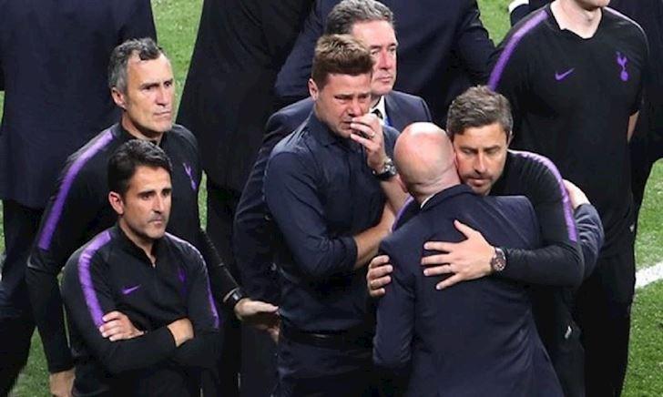Video HLV Pochettino ăn mừng trước Ajax ở Champions League