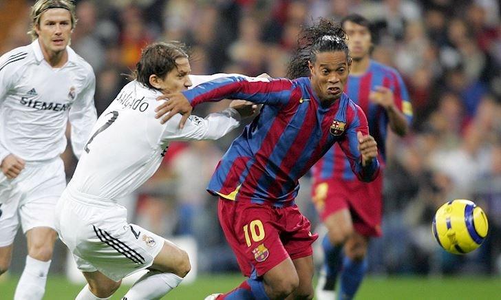 Video: Ronaldinho phá lưới Real Madrid dễ như ăn kẹo