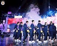 Bóng đá Việt Nam ngày 4/11: Mải đu đưa, quân bầu Hiển lại khiến ông Park phiền lòng, 'tiểu Công Phượng' bị loại